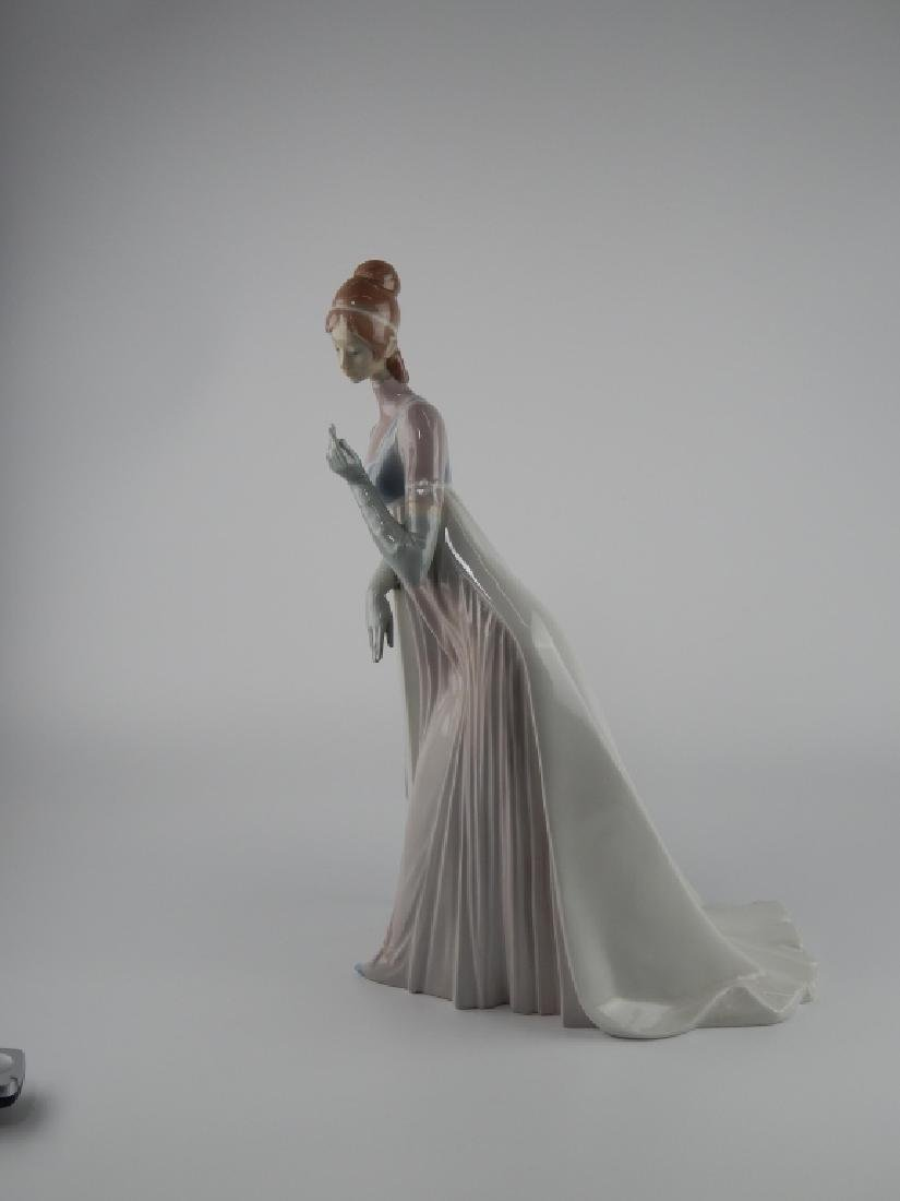 LLADRO SPAIN LADY EMPIRE PORCELAIN SCULPTURE 4719 - 3