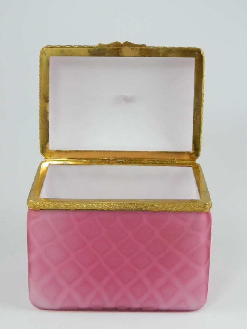 VINTAGE MURANO OPALINE PINK SATIN GLASS HINGED BOX - 2