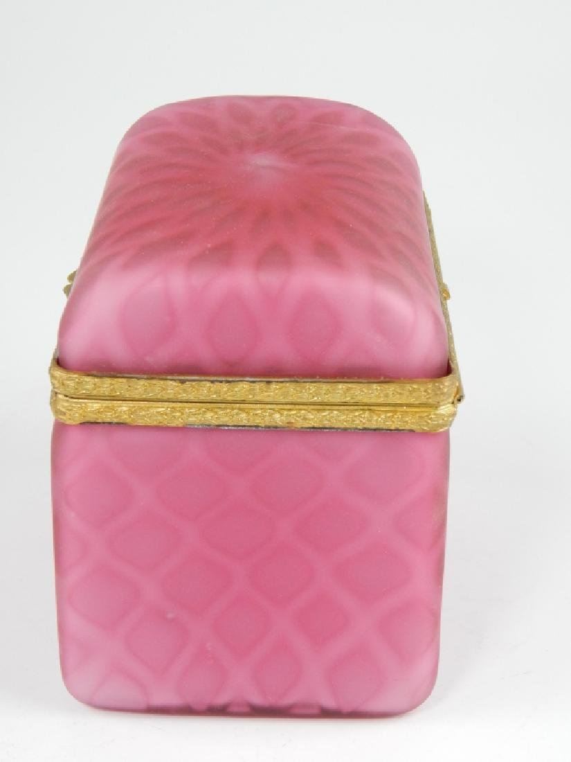VINTAGE MURANO OPALINE PINK SATIN GLASS HINGED BOX - 3