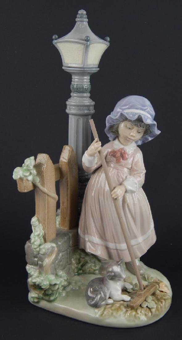 """LLADRO #5286 """"FALL CLEAN UP"""" FIGURE"""