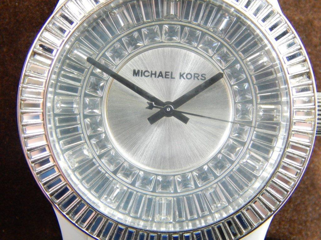 WOMEN'S MICHAEL KORS WHITE CERAMIC RUNWAY WATCH - 4