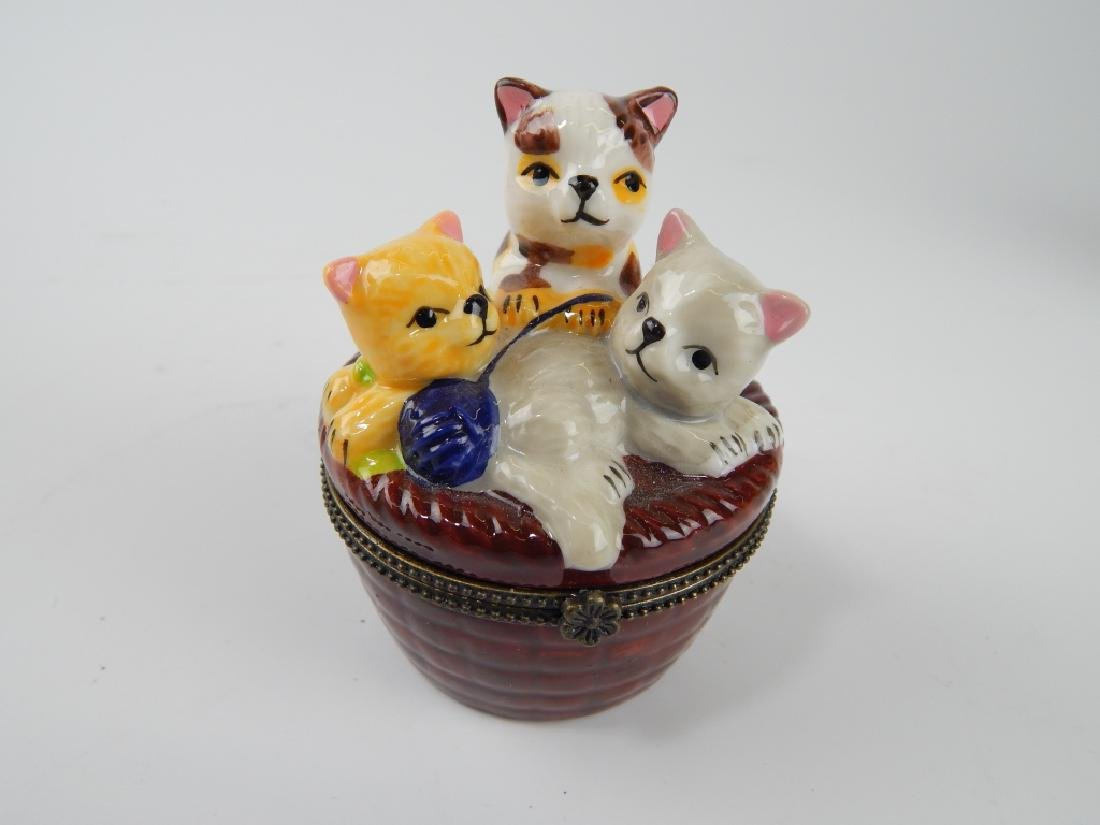 8 PIECE PORCEALIN BOX, TRINKET BOX ITEMS AND VASE - 6