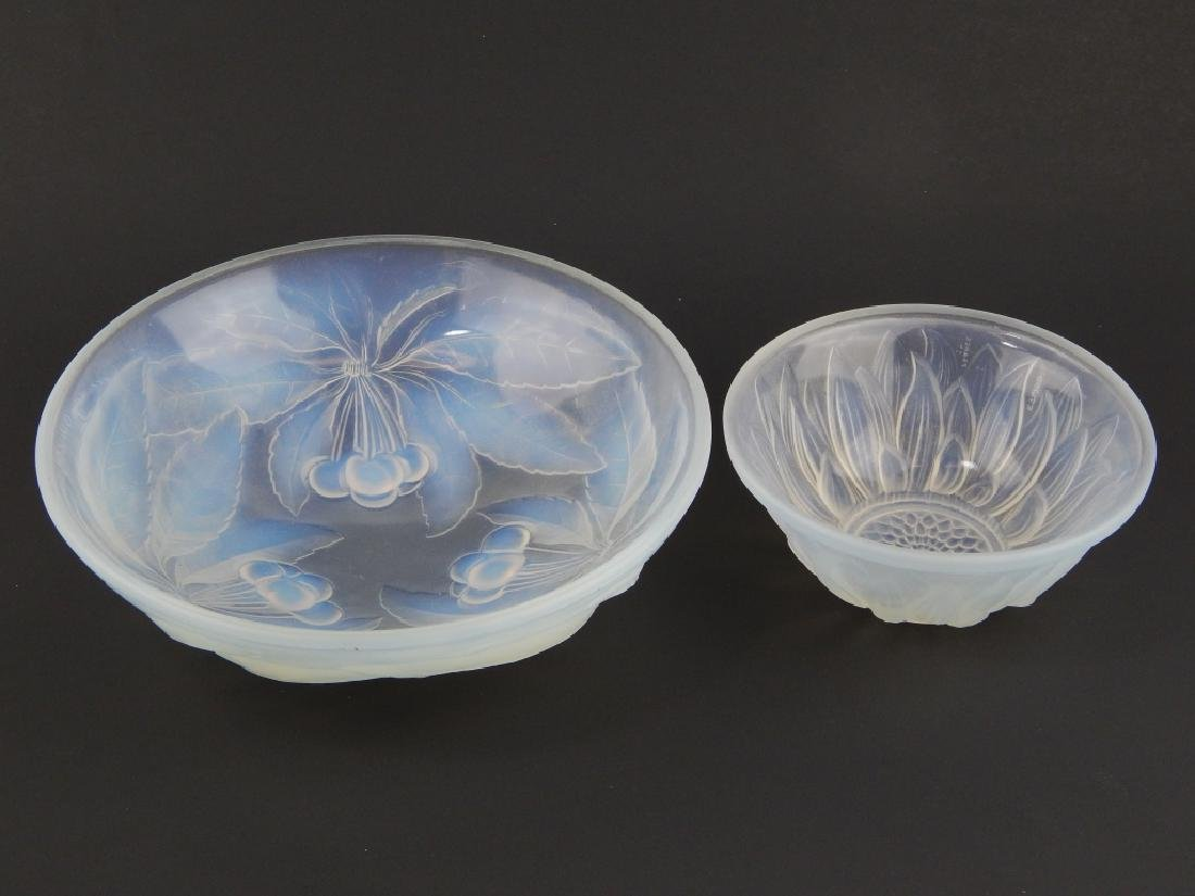2 VINTAGE OPALESCENT GLASS BOWLS GALLON & ETLING - 2