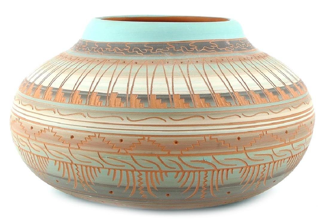 DAVID & CAROL WILLIE NAVAJO ETCHED POTTERY VASE