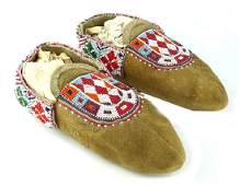 Pr BEADED NATIVE AMERICAN INDIAN LEATHER MOCCASINS