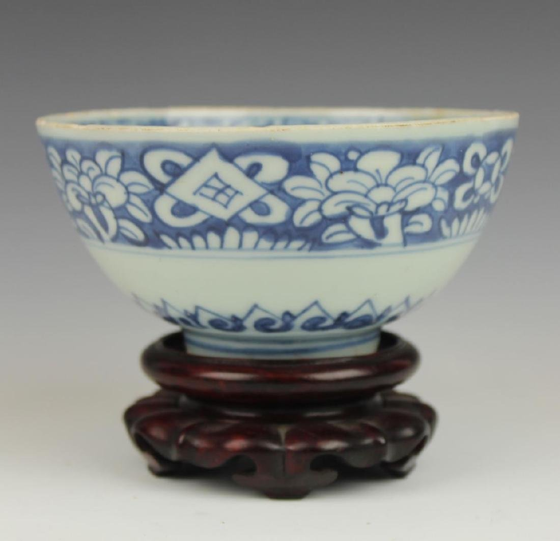 CHINESE MING PERIOD BLUE & WHITE PORCELAIN BOWL