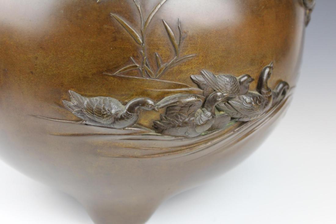 HEAVY CHINESE BRONZE PARADISE BIRDS TRIPOD CENSER - 5
