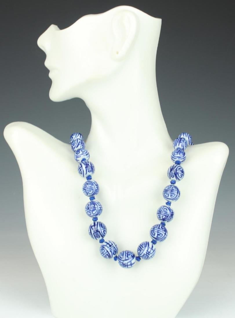 CHINESE BLUE AND WHITE PORCELAIN BEADED NECKLACE