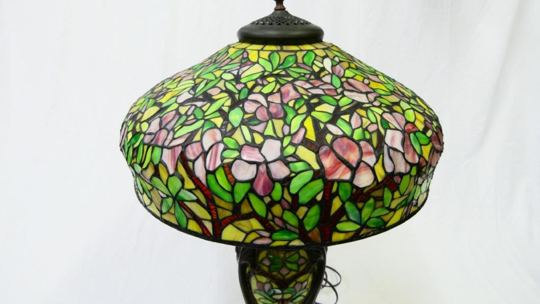PAIR OF TIFFANY STYLE GLASS & BRONZE FLORAL LAMPS - 3