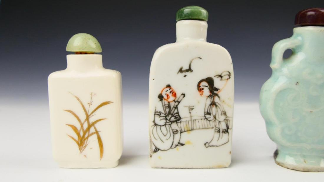 5 OLD CHINESE PORCELAIN GLASS SNUFF BOTTLES - 2