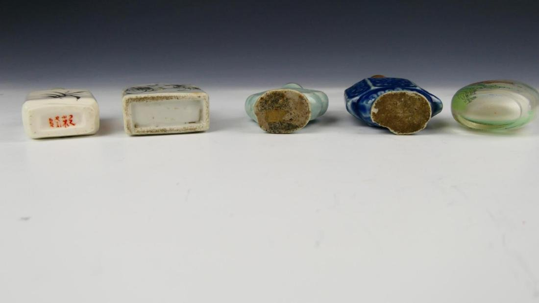 5 OLD CHINESE PORCELAIN GLASS SNUFF BOTTLES - 5