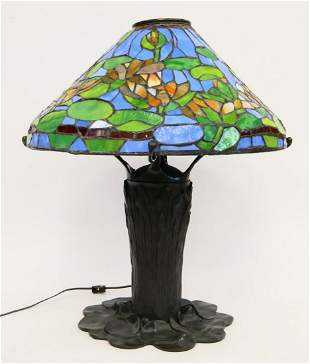 TIFFANY STYLE LEADED GLASS WATERLILY LAMP