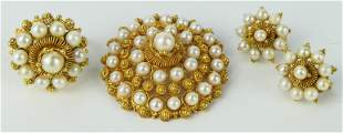 A PANAMANIAN MOSQUETA GOLD PEARL FILIGRIE SUITE