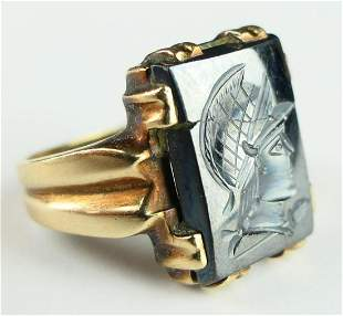 GENTS LARGE GOLD & INAGLIO CUT ONYX RING