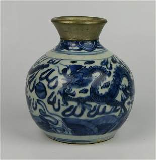ANTIQUE CHINESE BLUE & WHITE DRAGONS VASE