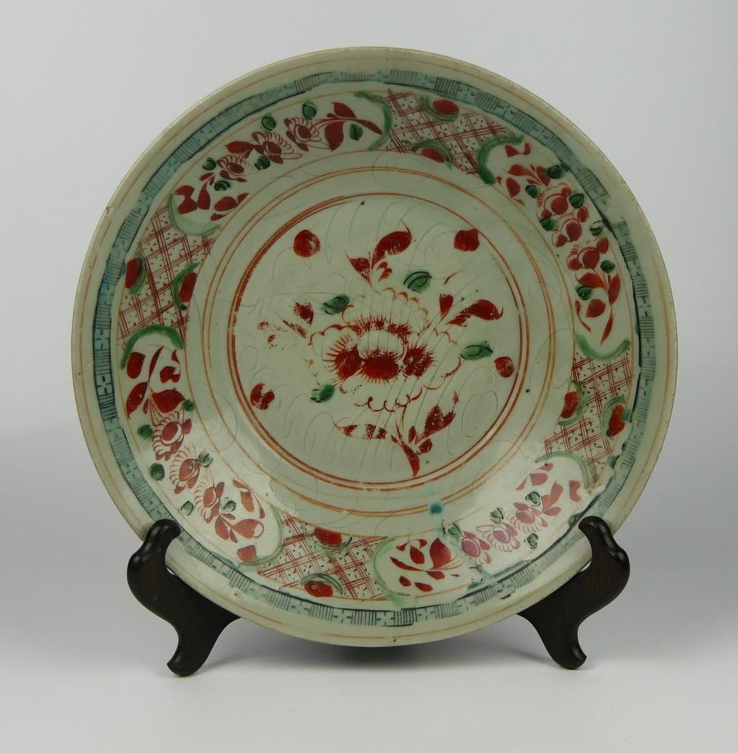 ANTIQUE CHINESE RUST RED & GREEN FLORAL CHARGER
