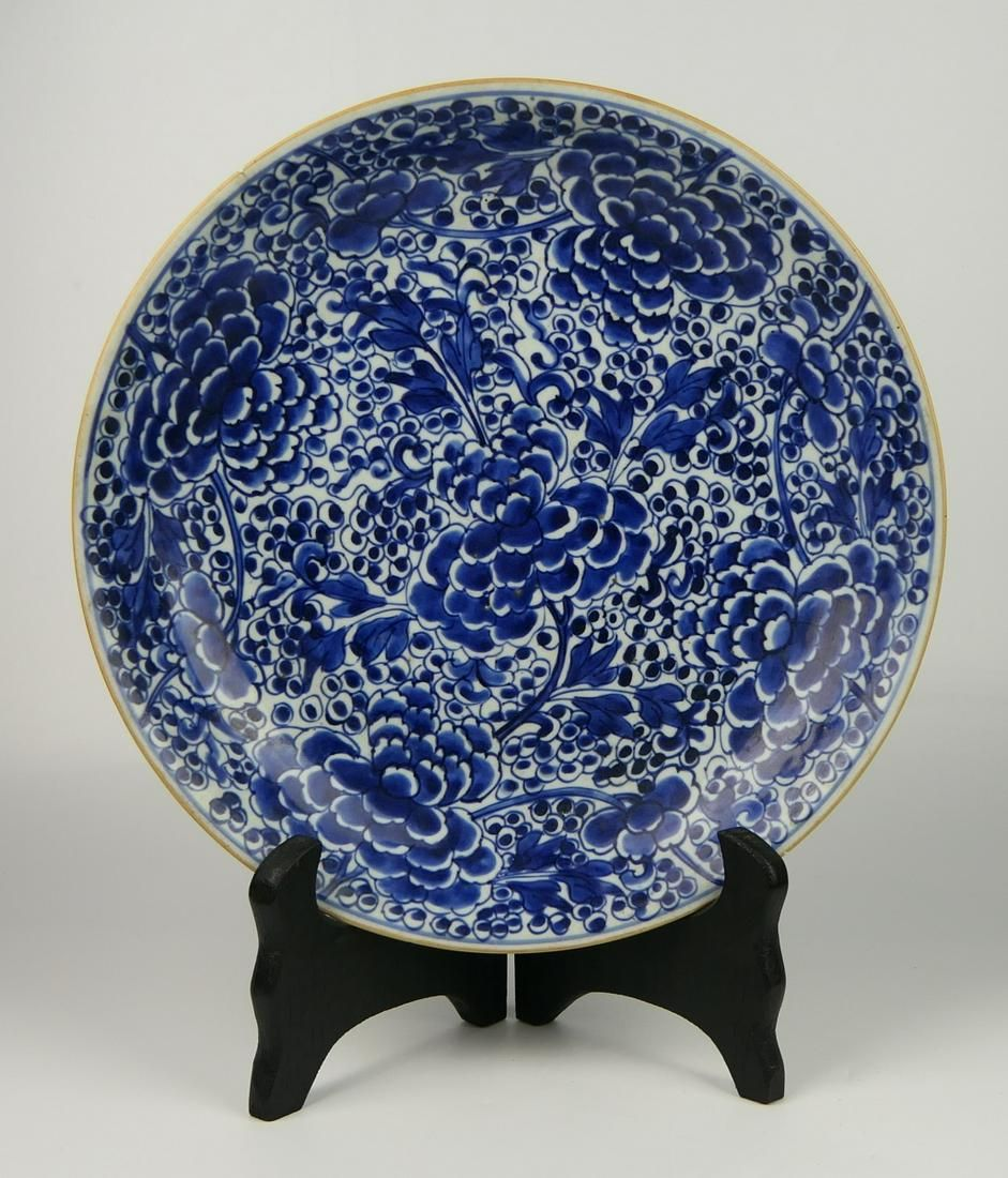 ANTIQUE CHINESE BLUE & WHITE PEONY BLOOMS CHARGER