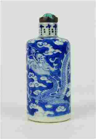 CHINESE QING BLUE & WHITE PORCELAIN SNUFF BOTTLE
