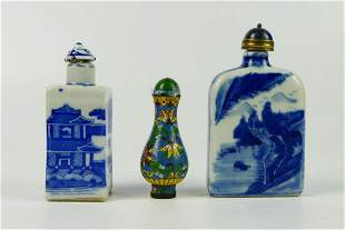 LOT OF 3 CHINESE QING DYNASTY PERIOD SNUFF BOTTLES