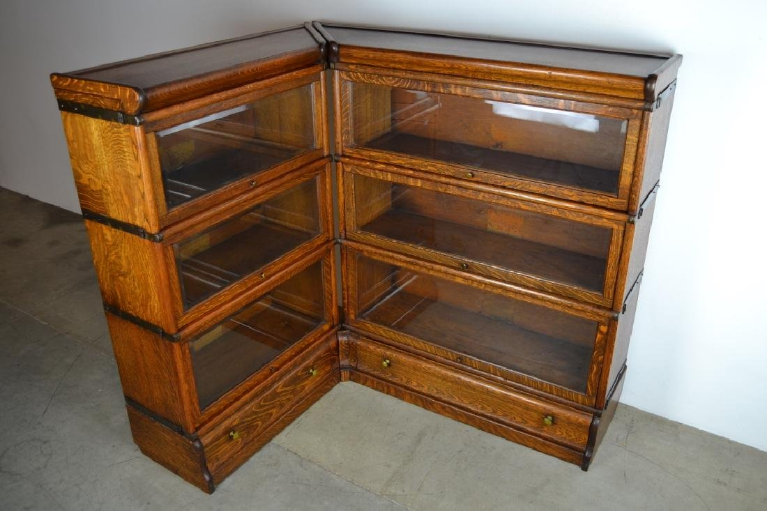 GLOBE WERNICKE AM. OAK CORNER LAWYER'S BOOKCASE