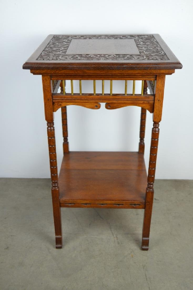 1900'S AMERICAN OAK CARVED TOP PARLOR TABLE