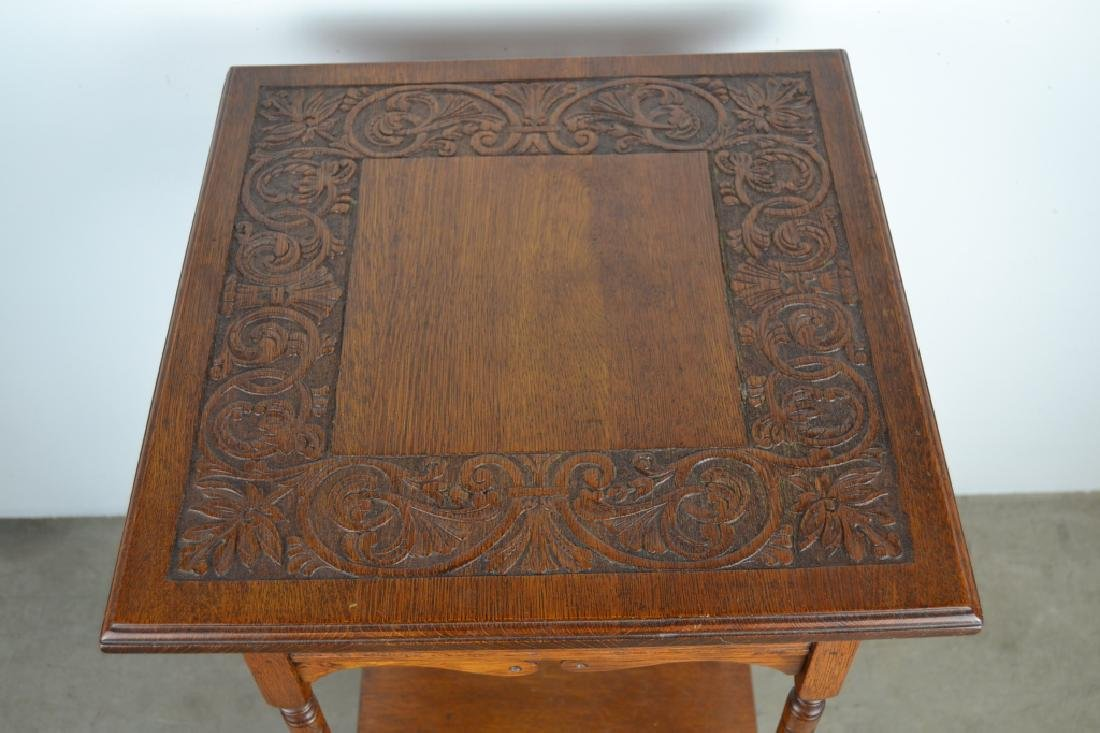 1900'S AMERICAN OAK CARVED TOP PARLOR TABLE - 2