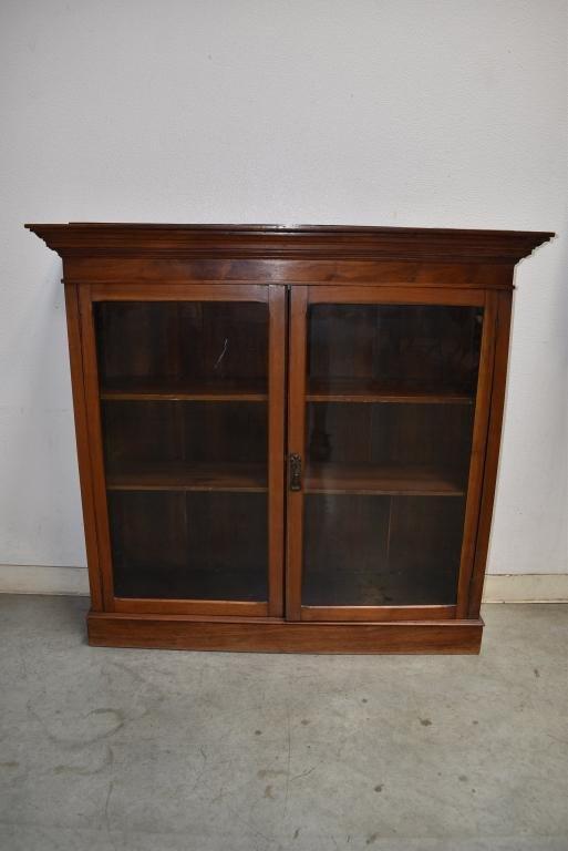 19TH CENTURY 2 DOOR WALNUT BOOKCASE