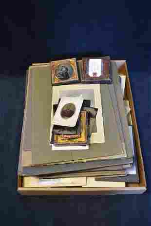 GROUPING OF ANTIQUE PHOTOGRAPHS