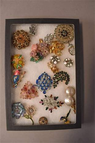 APPROX 20 PIECES OF SIGNED COSTUME JEWELRY