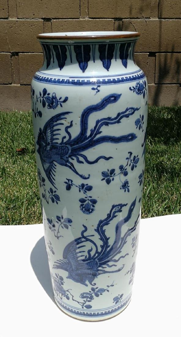 17th Century White and Blue Porcelain Straight Bottle - 2