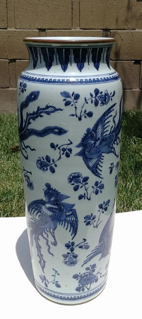 17th Century White and Blue Porcelain Straight Bottle - 3