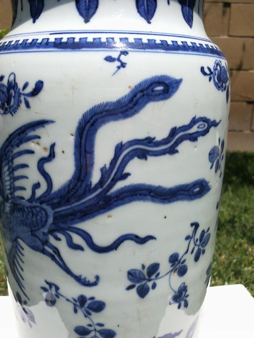 17th Century White and Blue Porcelain Straight Bottle - 5