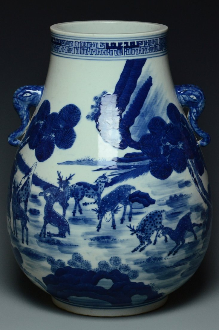A BLUE AND WHITE VASE QIANLONG MARK