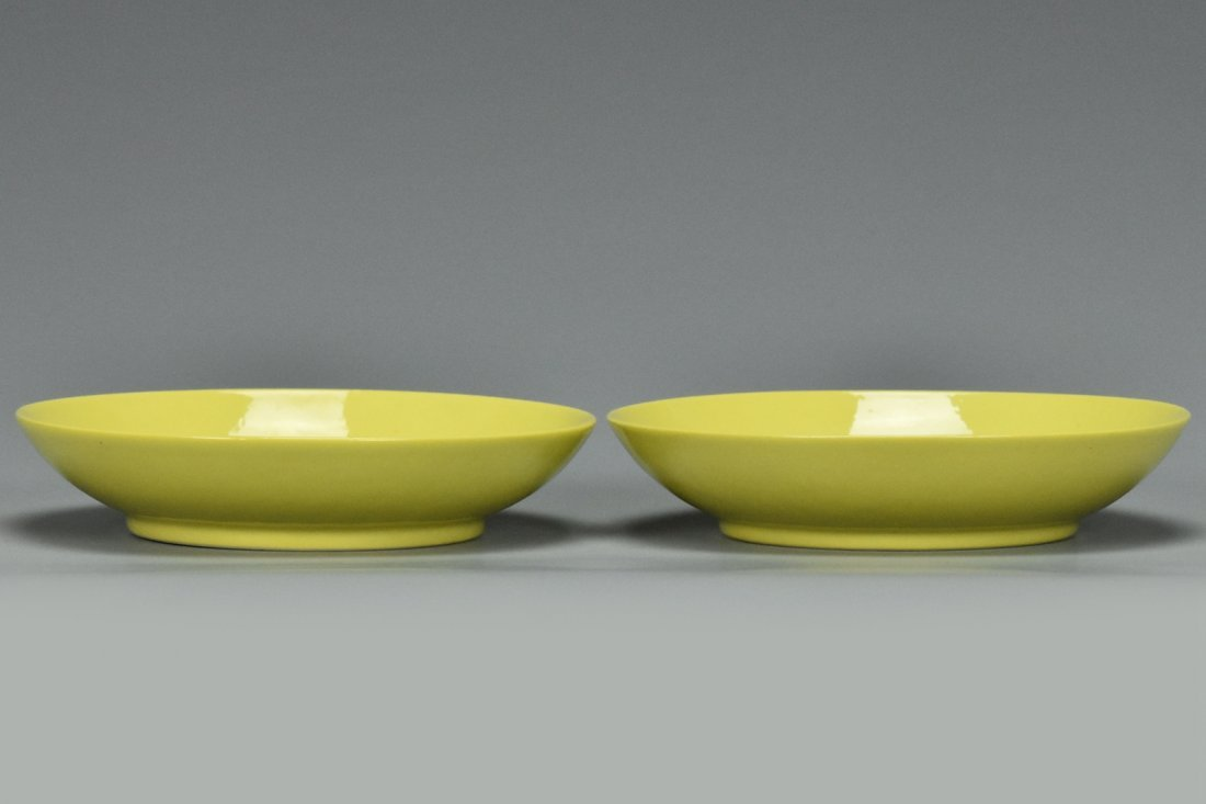 A PAIR OF QING DYNASTY DISHES QIANLONG MARK - 2