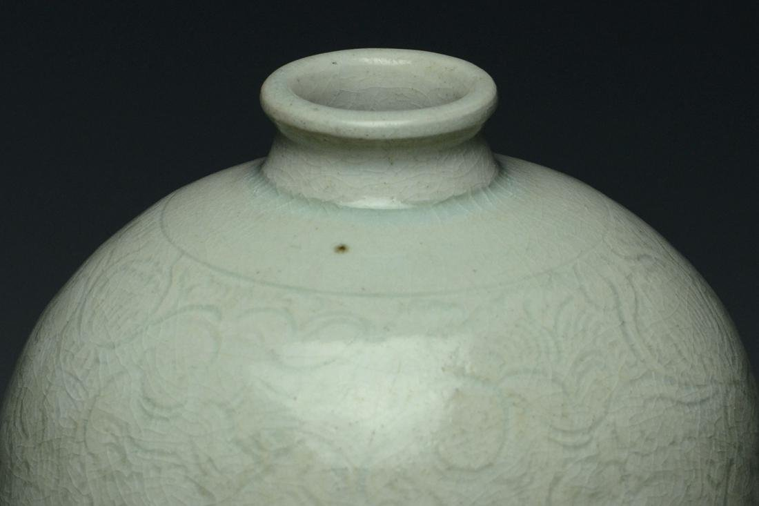 SONG DYNASTY QINGBAI BOYS MEIPING VASE AND STAND - 10