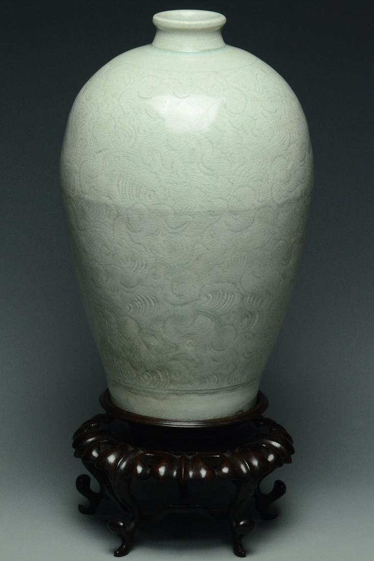 SONG DYNASTY QINGBAI BOYS MEIPING VASE AND STAND