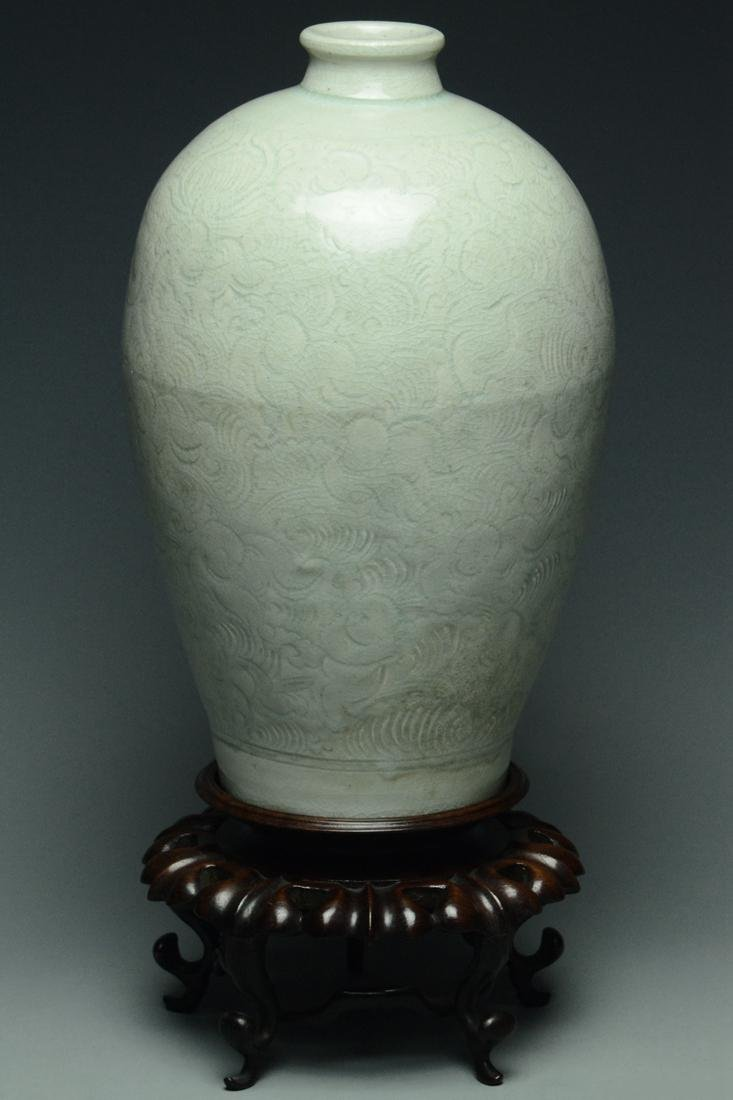 SONG DYNASTY QINGBAI BOYS MEIPING VASE AND STAND - 2