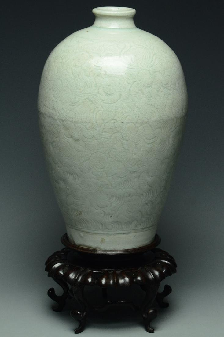 SONG DYNASTY QINGBAI BOYS MEIPING VASE AND STAND - 3