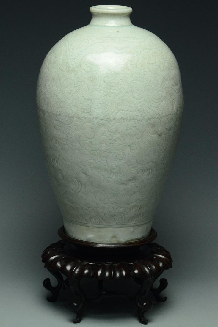 SONG DYNASTY QINGBAI BOYS MEIPING VASE AND STAND - 4
