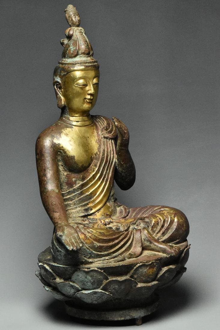 A LARGE TANG DYNASTY GILT BRONZE GUANYIN - 2