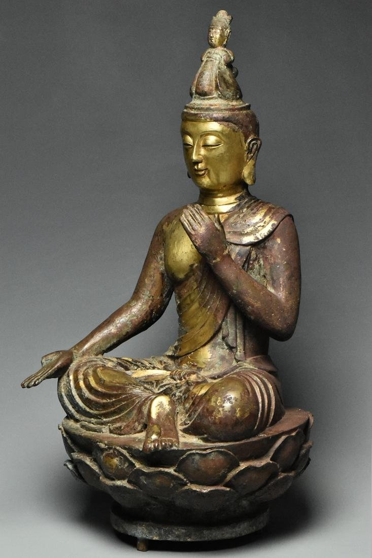 A LARGE TANG DYNASTY GILT BRONZE GUANYIN - 3
