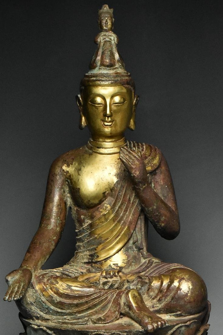 A LARGE TANG DYNASTY GILT BRONZE GUANYIN - 5