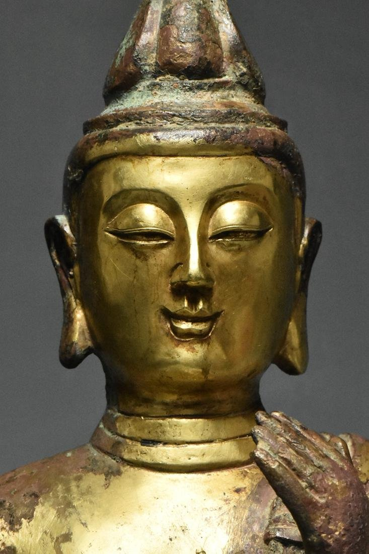 A LARGE TANG DYNASTY GILT BRONZE GUANYIN - 8