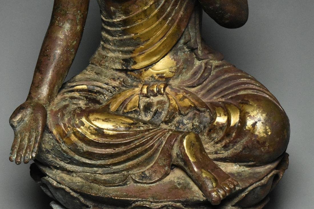 A LARGE TANG DYNASTY GILT BRONZE GUANYIN - 9