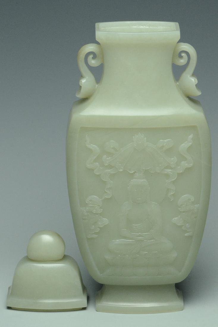 A QING DYNASTY JADE VASE AND COVER - 5