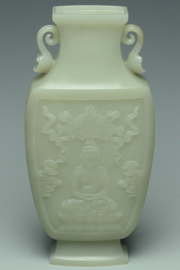 A QING DYNASTY JADE VASE AND COVER - 7