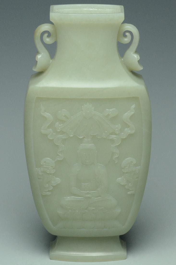 A QING DYNASTY JADE VASE AND COVER - 8