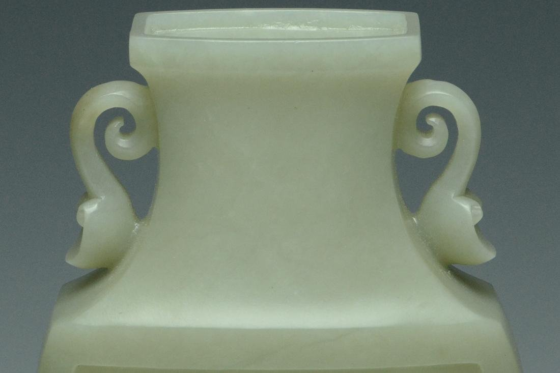A QING DYNASTY JADE VASE AND COVER - 9