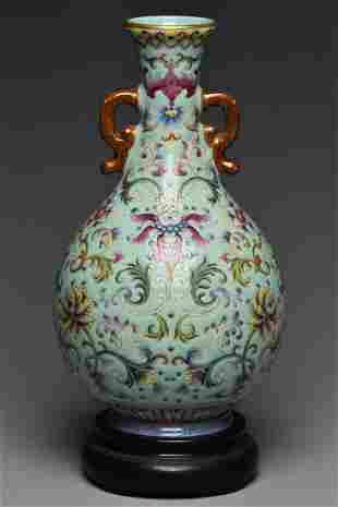 A QING DYNASTY VASE QIANLONG MARK & PERIOD STAND