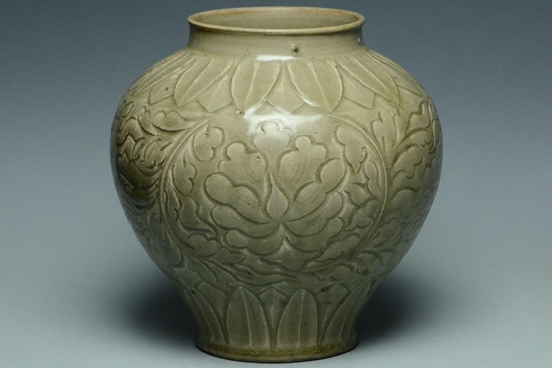 A JIN DYNASTY YAOZHOU CELADON CARVED JAR AND BOX